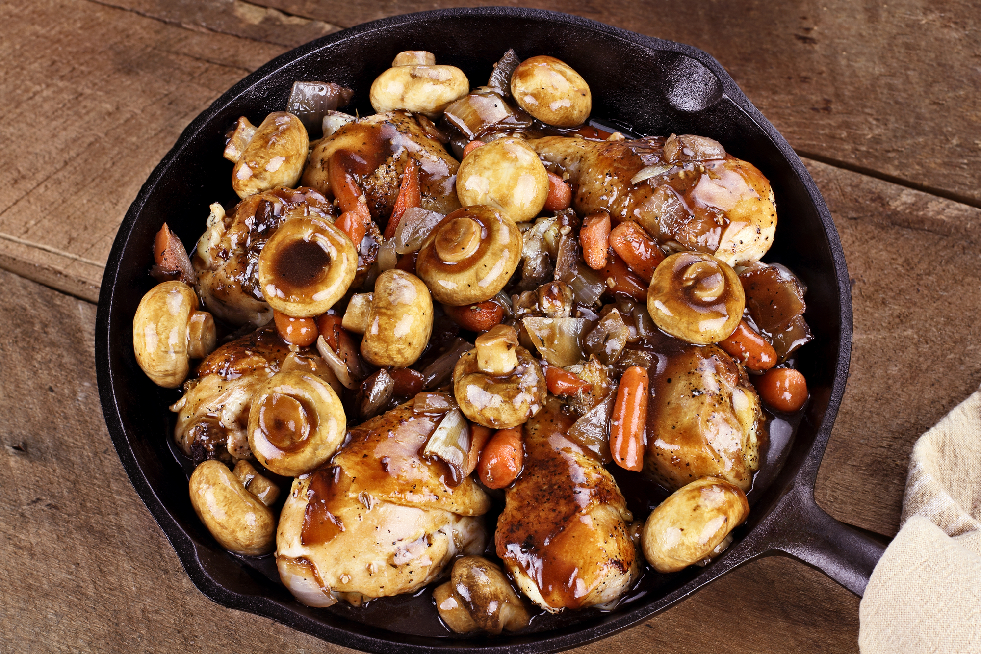 Depositphotos 68464895 l 2015 Roast Chicken and Mushrooms With Red Wine Sauce